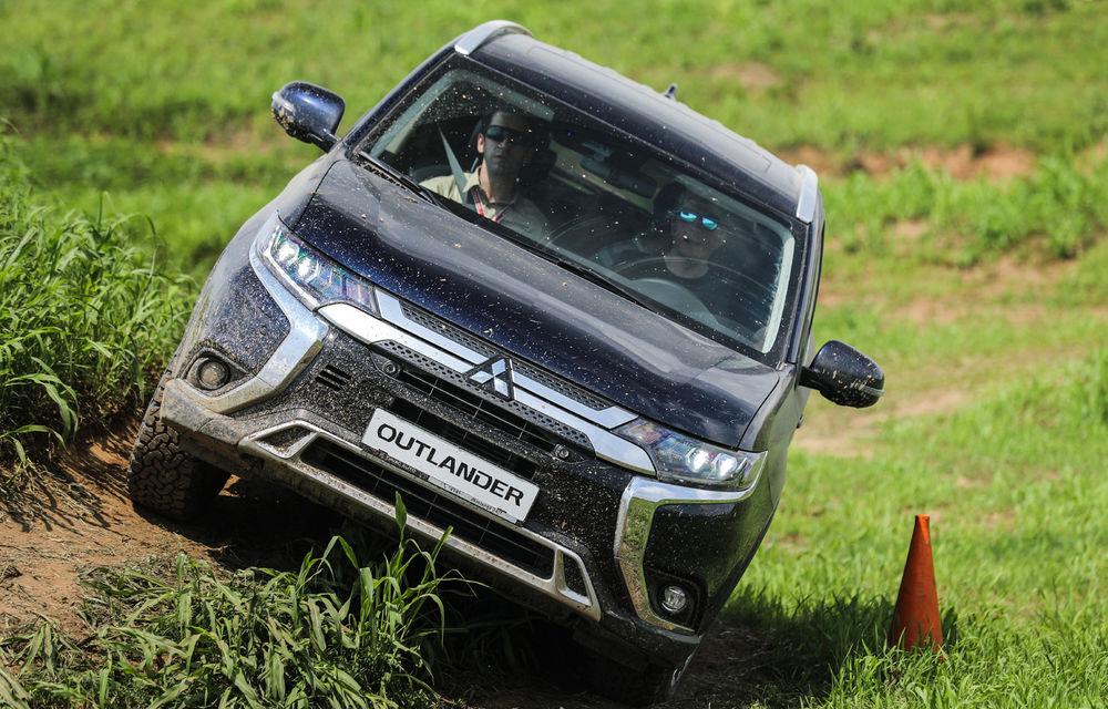 Galerie foto: Mitsubishi Off Road Day: clienții au testat abilitățile SUV-urilor japoneze pe teren accidentat - Poza 18