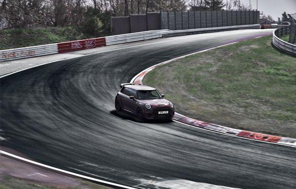 Doctorat pe Nurburgring: viitorul Mini John Cooper Works GP își arată calitățile sportive pe Iadul Verde - Poza 3