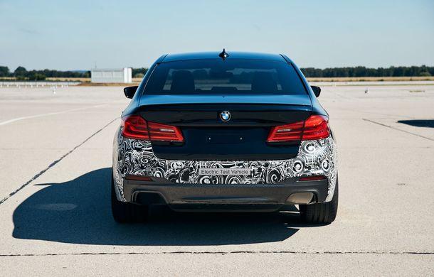 BMW Seria 5 a fost transformat în cobai pentru testarea viitoarelor sisteme electrice de propulsie: trei motoare și peste 720 CP - Poza 3