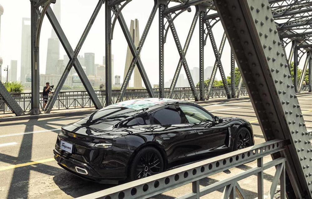 Noi imagini camuflate cu Porsche Taycan: primul model electric al mărcii va fi prezentat în septembrie - Poza 6