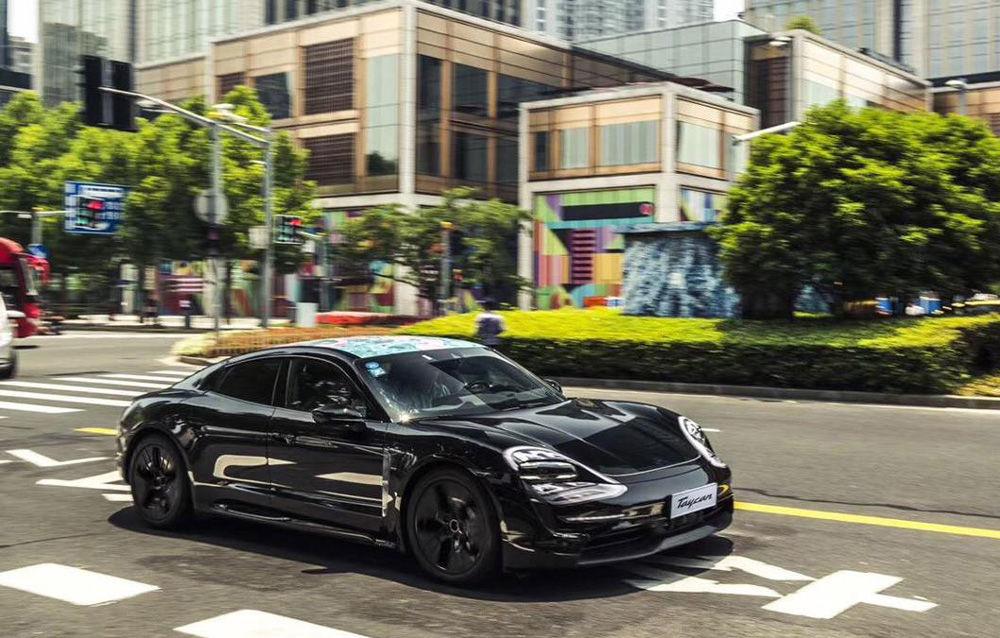 Noi imagini camuflate cu Porsche Taycan: primul model electric al mărcii va fi prezentat în septembrie - Poza 1
