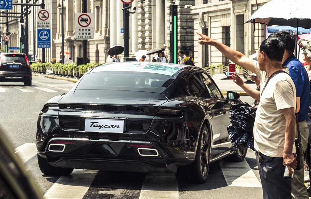 Noi imagini camuflate cu Porsche Taycan: primul model electric al mărcii va fi prezentat în septembrie - Poza 7