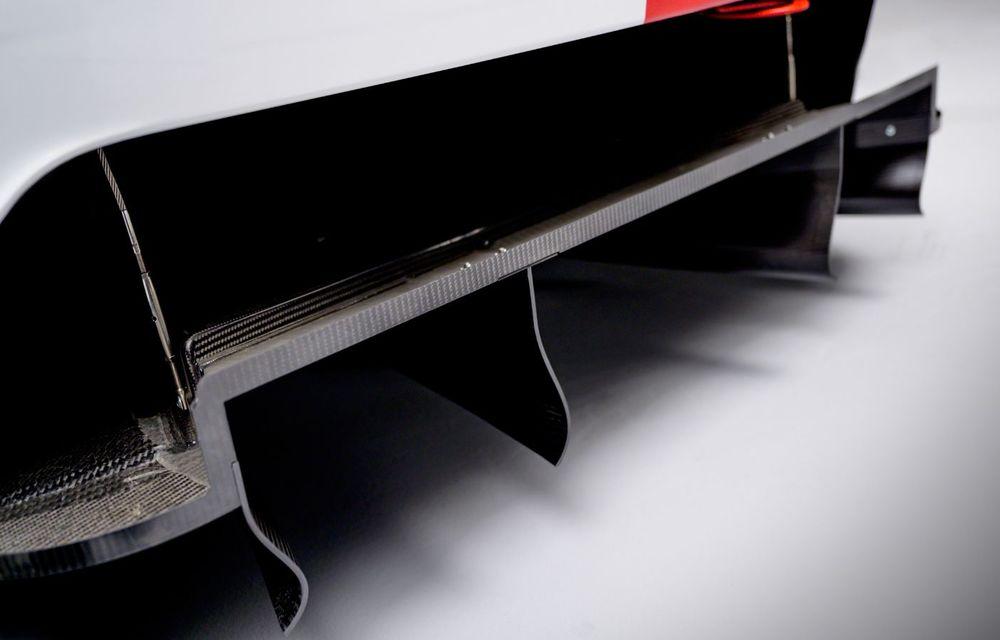Îmbunătățiri pentru versiunea de circuit Porsche 911 RSR: motor boxer de 4.2 litri amplasat central și până la 515 CP - Poza 14