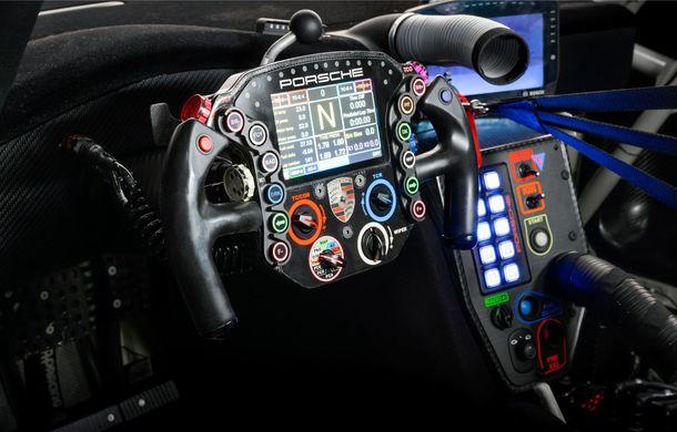 Îmbunătățiri pentru versiunea de circuit Porsche 911 RSR: motor boxer de 4.2 litri amplasat central și până la 515 CP - Poza 19