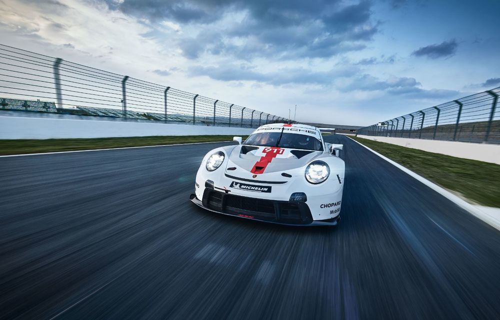 Îmbunătățiri pentru versiunea de circuit Porsche 911 RSR: motor boxer de 4.2 litri amplasat central și până la 515 CP - Poza 4
