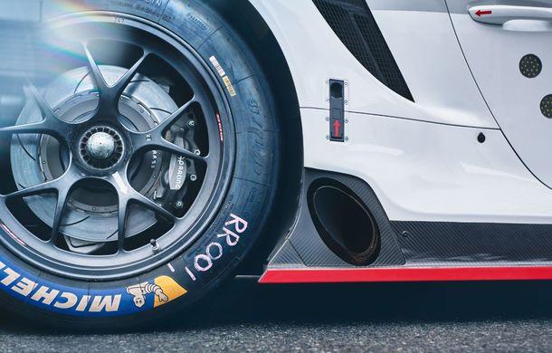 Îmbunătățiri pentru versiunea de circuit Porsche 911 RSR: motor boxer de 4.2 litri amplasat central și până la 515 CP - Poza 16