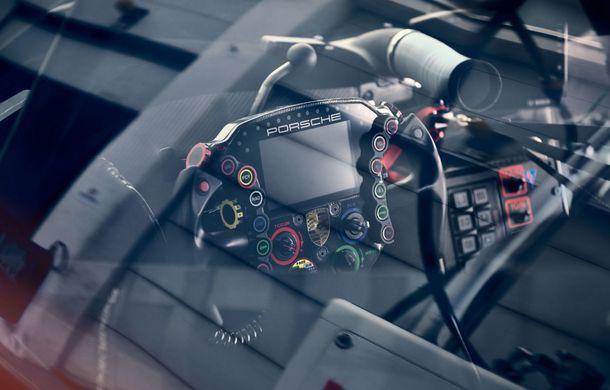 Îmbunătățiri pentru versiunea de circuit Porsche 911 RSR: motor boxer de 4.2 litri amplasat central și până la 515 CP - Poza 17