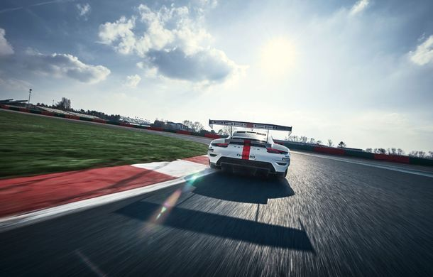 Îmbunătățiri pentru versiunea de circuit Porsche 911 RSR: motor boxer de 4.2 litri amplasat central și până la 515 CP - Poza 8