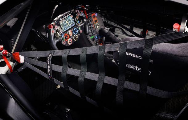 Îmbunătățiri pentru versiunea de circuit Porsche 911 RSR: motor boxer de 4.2 litri amplasat central și până la 515 CP - Poza 18