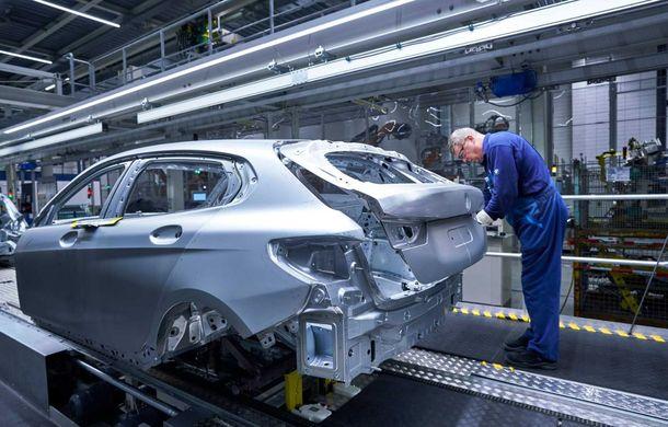 Noua generație BMW Seria 1 a intrat pe linia de producție: hatchback-ul compact este asamblat la uzina din Leipzig - Poza 4