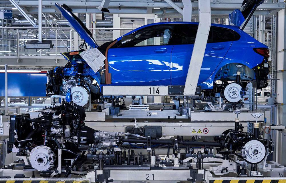 Noua generație BMW Seria 1 a intrat pe linia de producție: hatchback-ul compact este asamblat la uzina din Leipzig - Poza 1