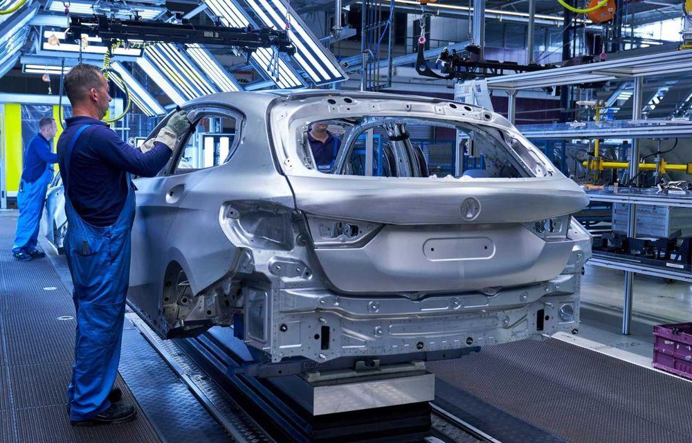 Noua generație BMW Seria 1 a intrat pe linia de producție: hatchback-ul compact este asamblat la uzina din Leipzig - Poza 5