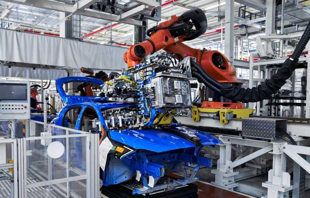 Noua generație BMW Seria 1 a intrat pe linia de producție: hatchback-ul compact este asamblat la uzina din Leipzig - Poza 7