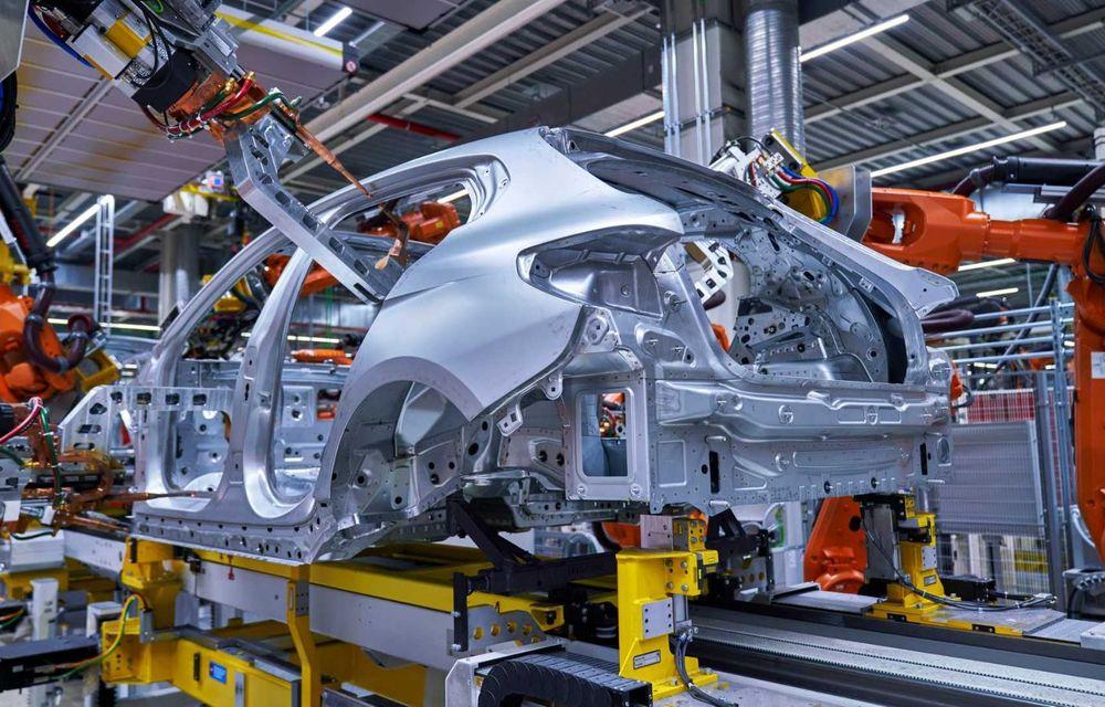 Noua generație BMW Seria 1 a intrat pe linia de producție: hatchback-ul compact este asamblat la uzina din Leipzig - Poza 2
