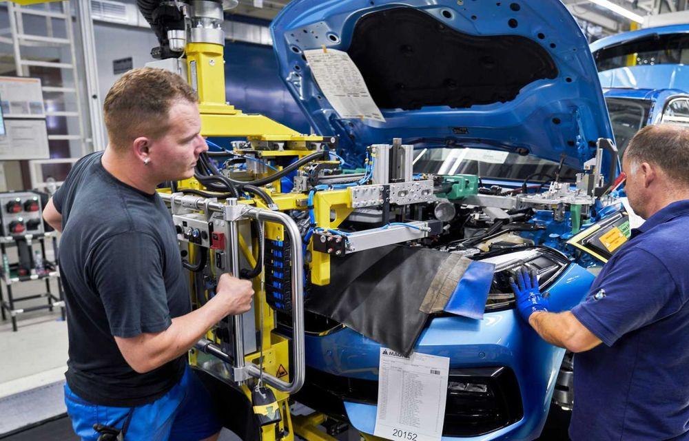 Noua generație BMW Seria 1 a intrat pe linia de producție: hatchback-ul compact este asamblat la uzina din Leipzig - Poza 8