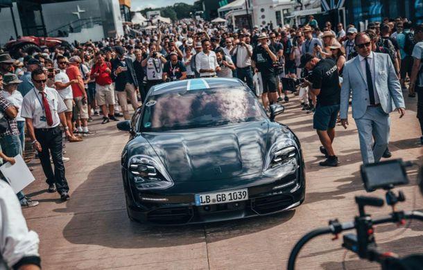 Imagini noi cu prototipul viitorului Porsche Taycan: vehiculul electric a fost pilotat de Mark Webber la Goodwood - Poza 3