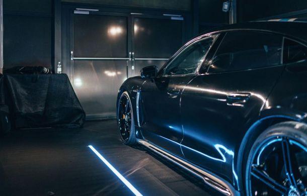 Imagini noi cu prototipul viitorului Porsche Taycan: vehiculul electric a fost pilotat de Mark Webber la Goodwood - Poza 8