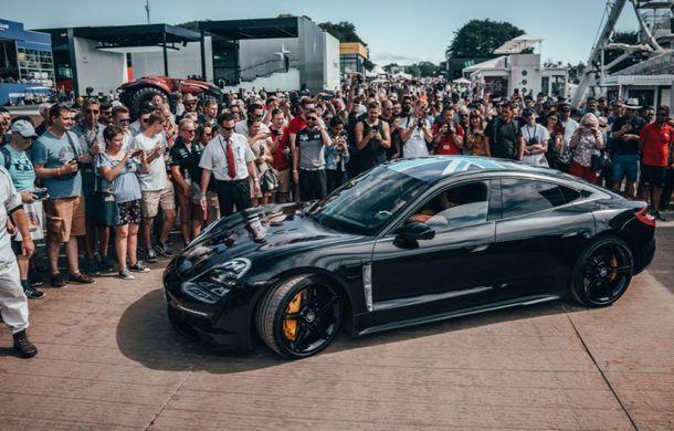 Imagini noi cu prototipul viitorului Porsche Taycan: vehiculul electric a fost pilotat de Mark Webber la Goodwood - Poza 4