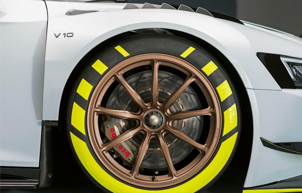 Audi a lansat noul R8 LMS GT2: versiunea de competiții cântărește 1.350 de kilograme și promite 640 CP - Poza 17
