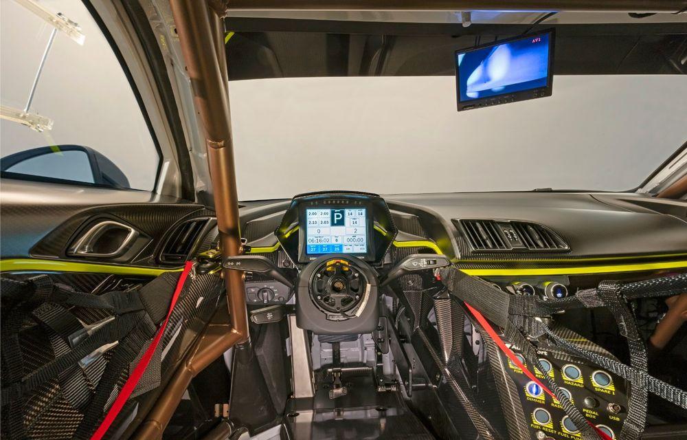 Audi a lansat noul R8 LMS GT2: versiunea de competiții cântărește 1.350 de kilograme și promite 640 CP - Poza 22