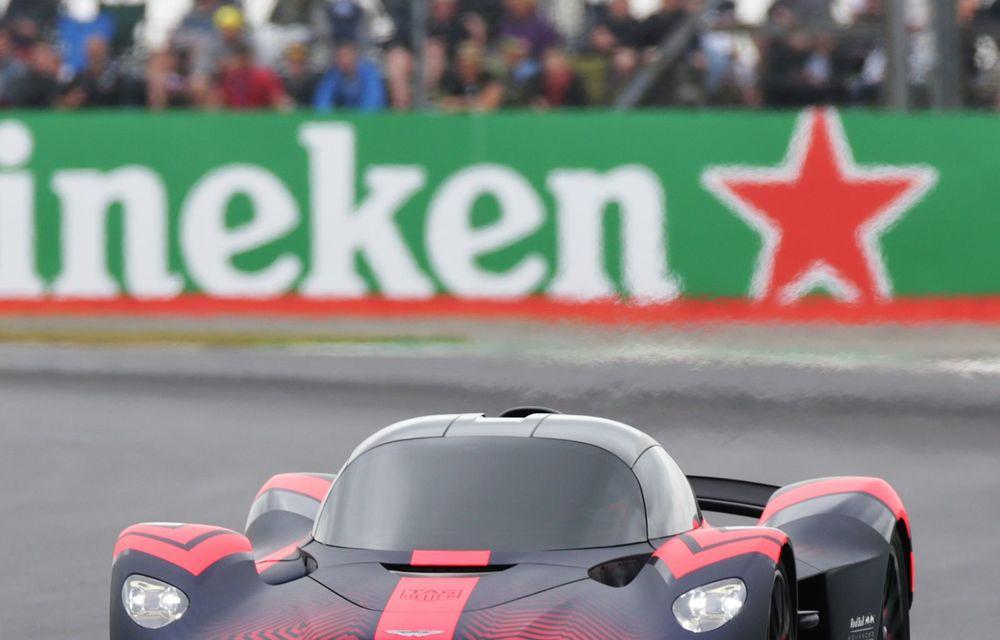 Prezentare pe circuit: prototipul viitorului Aston Martin Valkyrie, hypercar-ul hibrid cu 1.176 CP, a debutat în fața publicului de la Silverstone - Poza 7