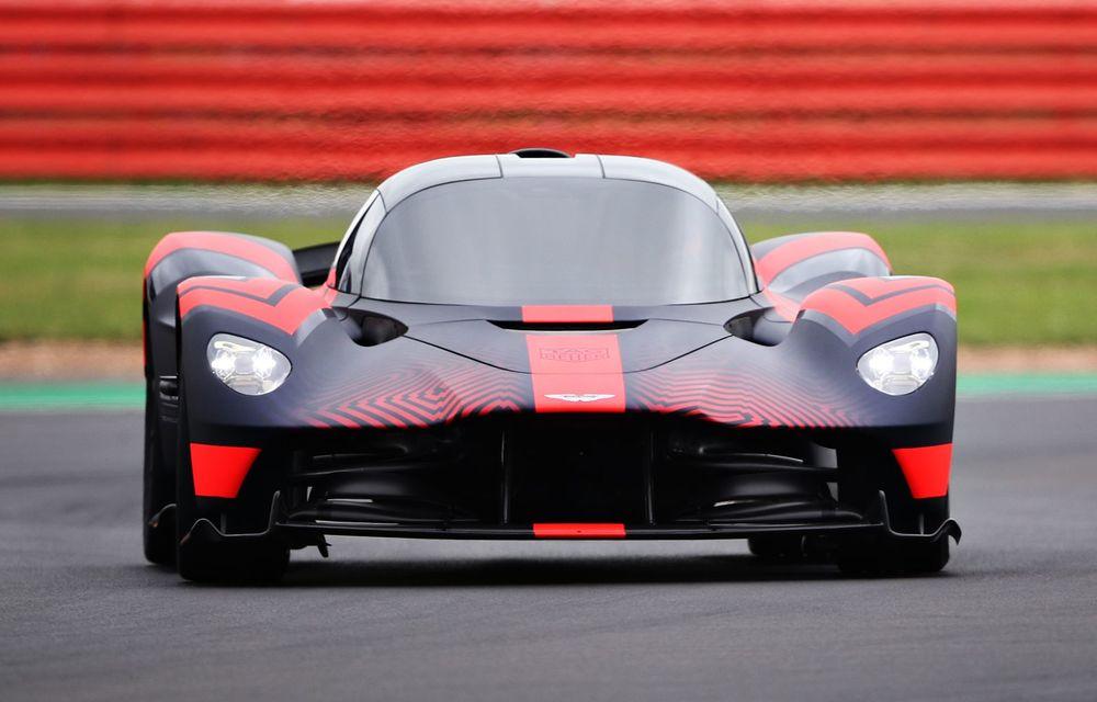 Prezentare pe circuit: prototipul viitorului Aston Martin Valkyrie, hypercar-ul hibrid cu 1.176 CP, a debutat în fața publicului de la Silverstone - Poza 5