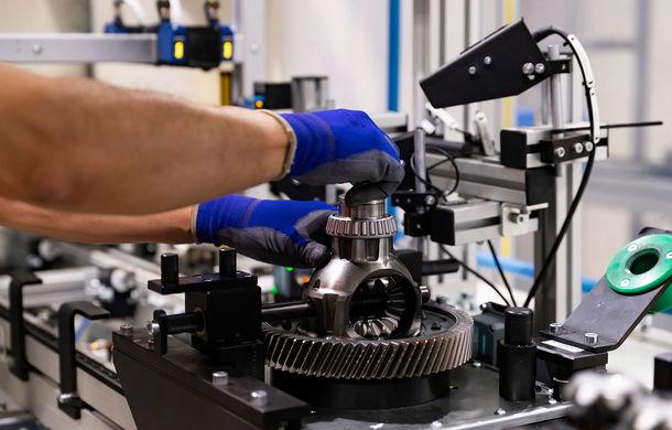 Seat a început asamblarea transmisiei manuale cu șase trepte MQ281: 450.000 de exemplare vor fi produse anual la uzina din apropiere de Barcelona - Poza 2