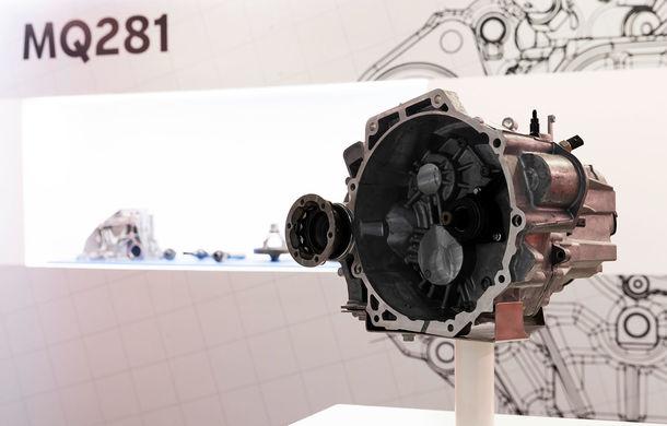 Seat a început asamblarea transmisiei manuale cu șase trepte MQ281: 450.000 de exemplare vor fi produse anual la uzina din apropiere de Barcelona - Poza 1