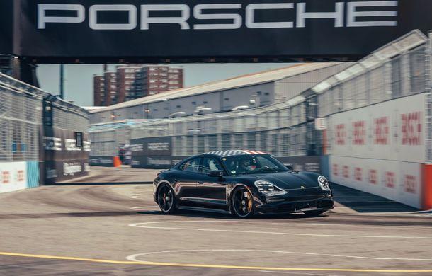 Fotografii noi cu prototipul lui Porsche Taycan: vehiculul electric a fost pilotat de Neel Jani pe circuitul stradal din New York - Poza 5