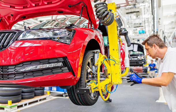 Skoda a început producția de serie a modelului Superb facelift: vârful de gamă este asamblat la uzina din Kvasiny - Poza 2