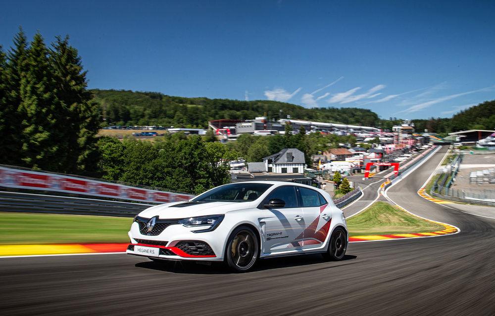Renault Megane RS Trophy-R a cucerit circuitul Spa-Francorchamps: Hot Hatch-ul cu 300 CP a devenit cel mai rapid model de serie cu roți motrice față de pe circuitul belgian - Poza 3