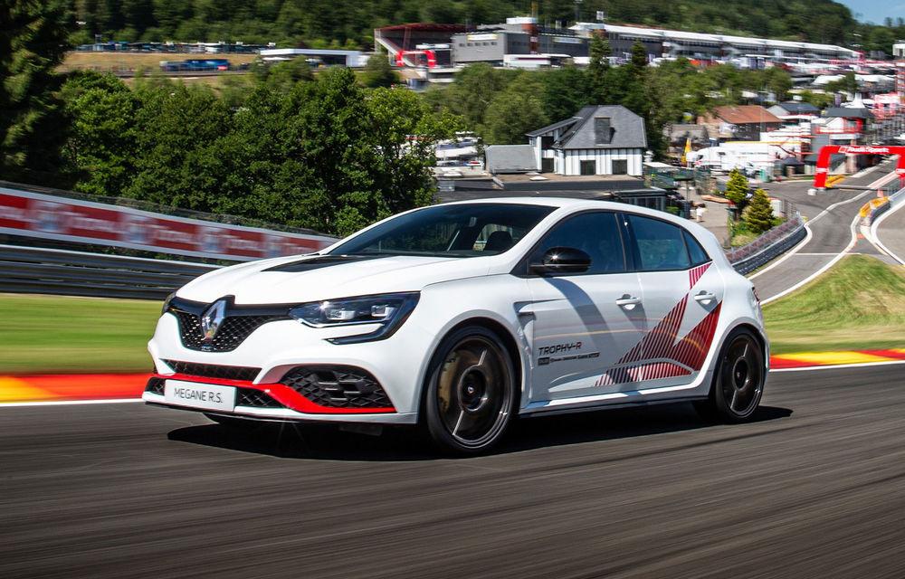 Renault Megane RS Trophy-R a cucerit circuitul Spa-Francorchamps: Hot Hatch-ul cu 300 CP a devenit cel mai rapid model de serie cu roți motrice față de pe circuitul belgian - Poza 1