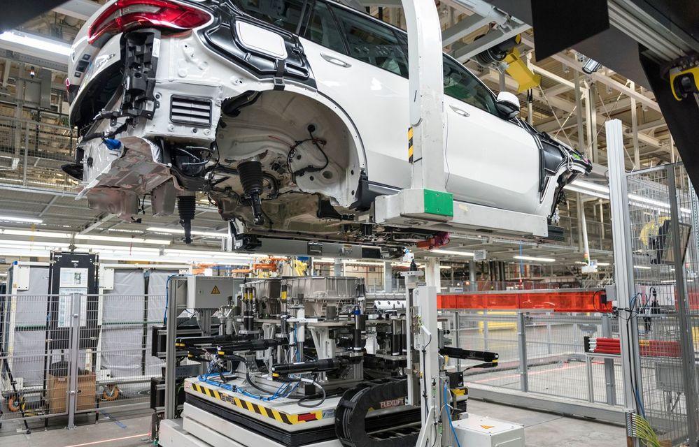 Pregătiri pentru X5 plug-in hybrid: BMW dublează producția de baterii pentru mașini electrice la uzina din Spartanburg - Poza 1
