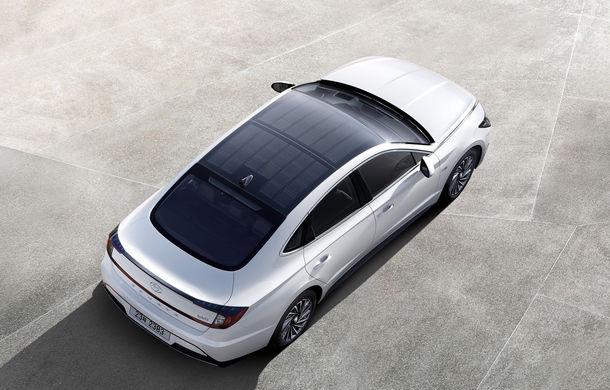 Hyundai lansează primul său vehicul cu panouri fotovoltaice: energia solară încarcă până la 60% din bateria electrică - Poza 1