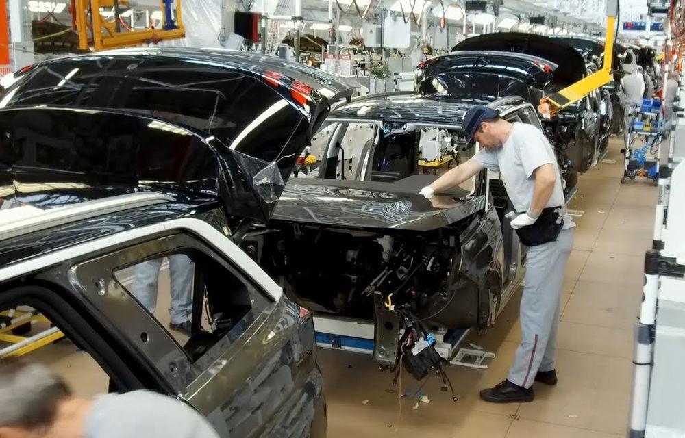 Producția de mașini va scădea în Franța cu 20% în 2020: Grupul PSA și Renault mută parțial producția în alte țări - Poza 1