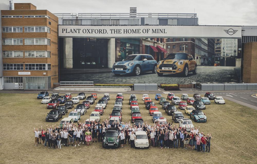 Sărbătoare la Mini: britanicii au atins o producție totală de 10 milioane de mașini în 60 de ani de activitate - Poza 1