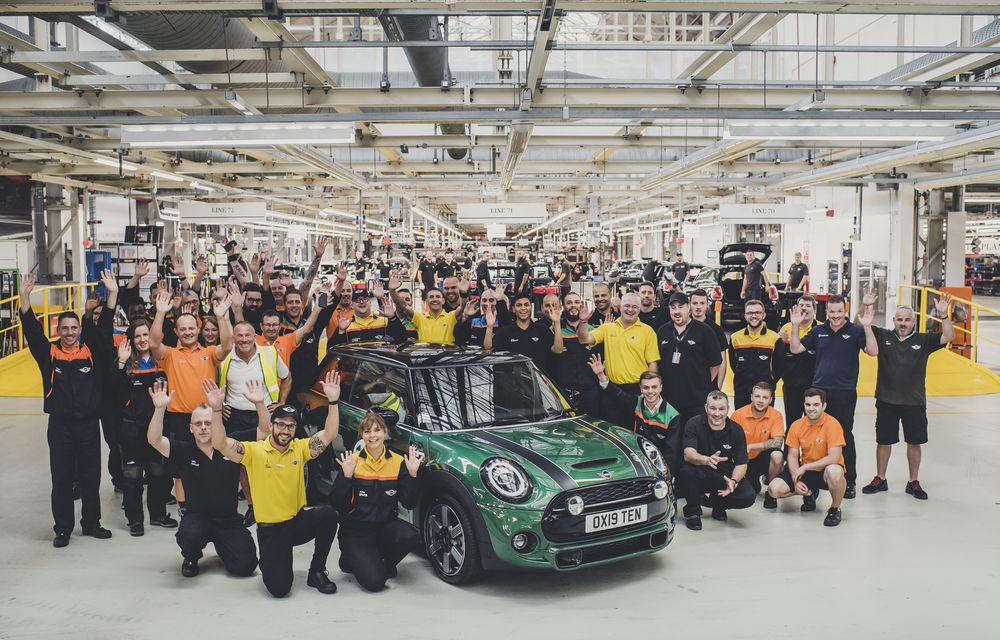 Sărbătoare la Mini: britanicii au atins o producție totală de 10 milioane de mașini în 60 de ani de activitate - Poza 2