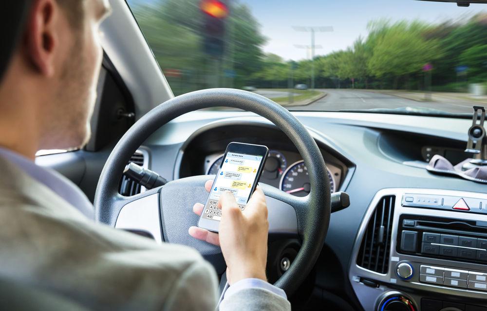 Proiectul care interzice șoferilor să țină telefonul în mână la volan ar putea fi adoptat luni: amenzi de 580 de lei și 30 de zile fără permis - Poza 1