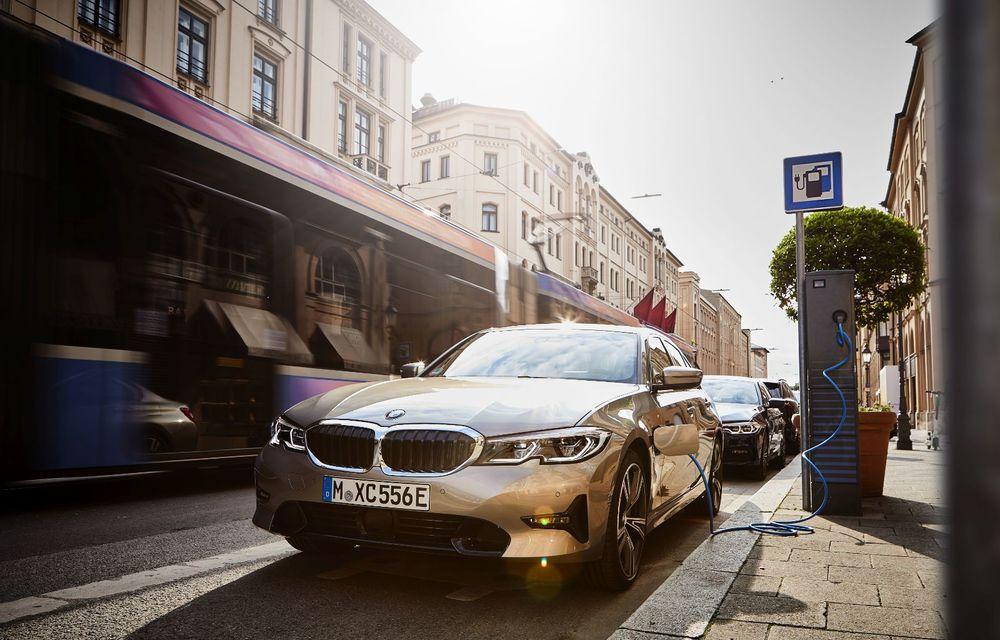 BMW lansează versiunea plug-in hybrid pentru Seria 3: 330e Sedan are autonomie de 66 de kilometri și noul sistem XtraBoost de 40 CP - Poza 18