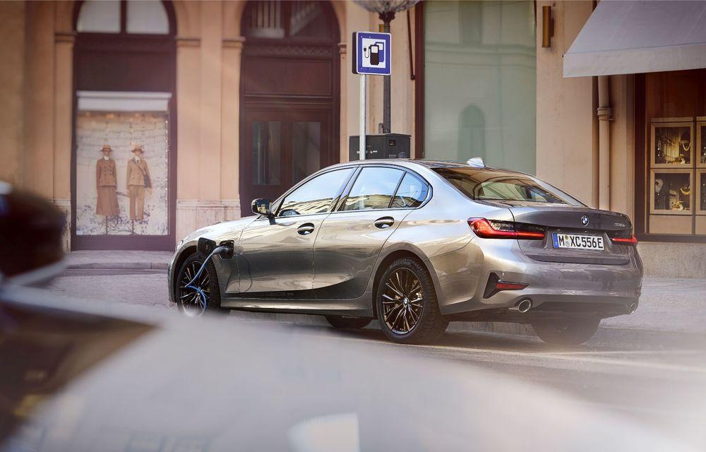 BMW lansează versiunea plug-in hybrid pentru Seria 3: 330e Sedan are autonomie de 66 de kilometri și noul sistem XtraBoost de 40 CP - Poza 14