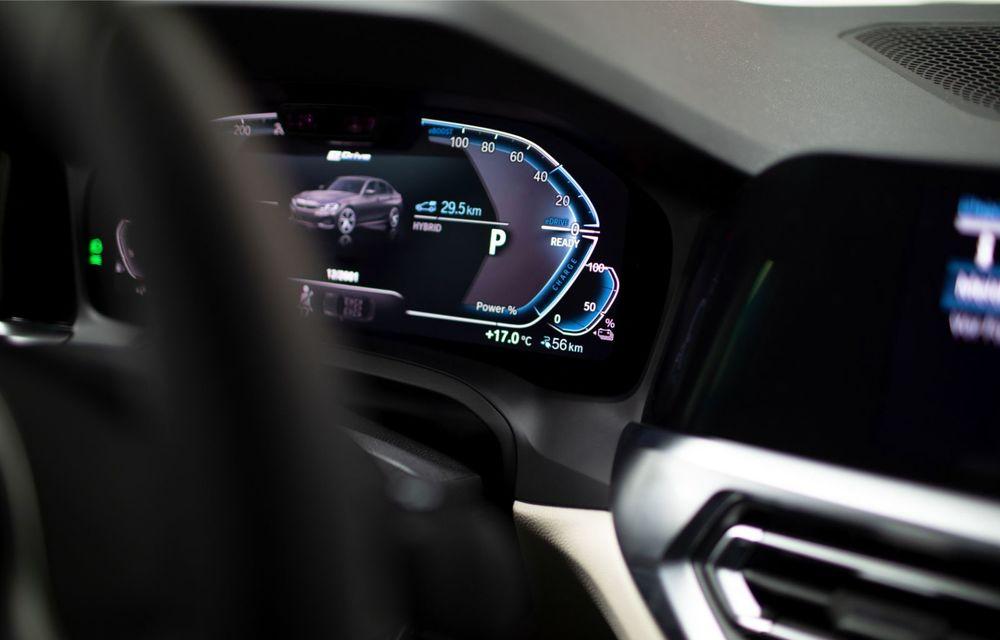BMW lansează versiunea plug-in hybrid pentru Seria 3: 330e Sedan are autonomie de 66 de kilometri și noul sistem XtraBoost de 40 CP - Poza 16