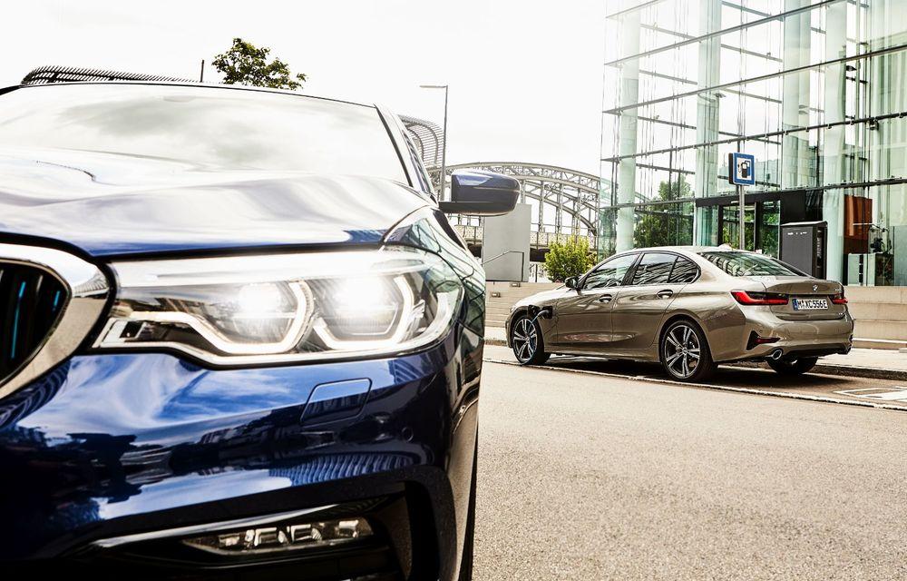 BMW lansează versiunea plug-in hybrid pentru Seria 3: 330e Sedan are autonomie de 66 de kilometri și noul sistem XtraBoost de 40 CP - Poza 19