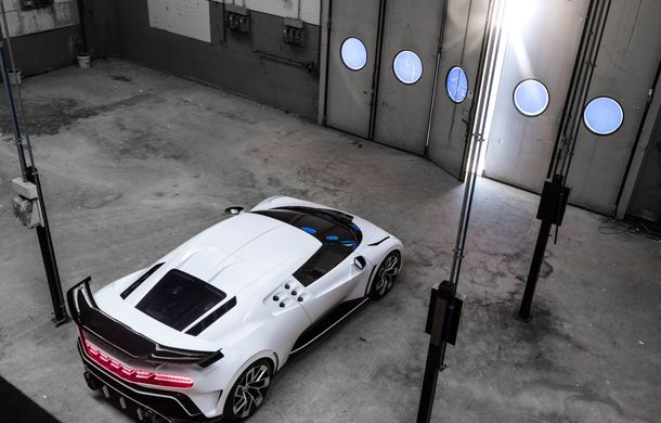 Bugatti a prezentat noul Centodieci: modelul special inspirat de legendarul EB110 va fi produs în 10 unități și va avea un preț de pornire de 8 milioane de euro - Poza 8