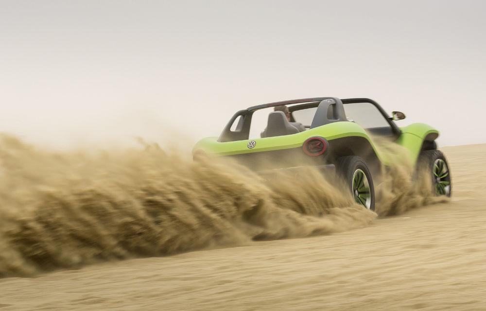 Volkswagen ID Buggy ar putea primi o versiune de serie: varianta de pre-producție a debutat în off-road la Concursul de Eleganță de la Pebble Beach - Poza 3