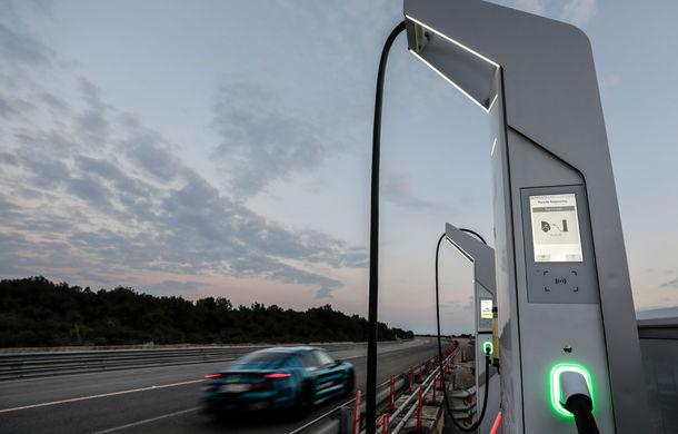 Test de anduranță cu Porsche Taycan: sportiva electrică a parcurs 3.425 de kilometri în 24 de ore pe un circuit din Italia - Poza 4