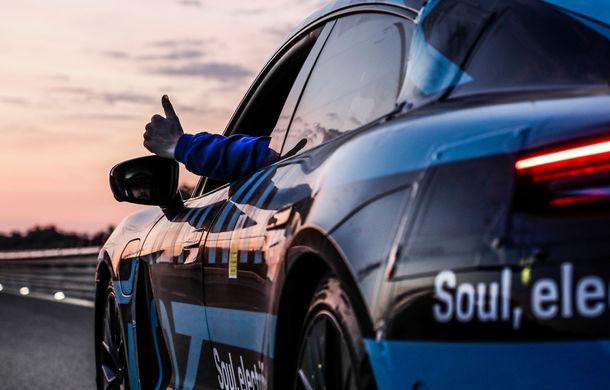 Test de anduranță cu Porsche Taycan: sportiva electrică a parcurs 3.425 de kilometri în 24 de ore pe un circuit din Italia - Poza 5