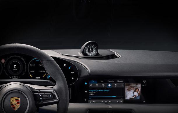 Prima imagine cu interiorul lui Porsche Taycan: sportiva electrică va integra serviciul de streaming Apple Music - Poza 1