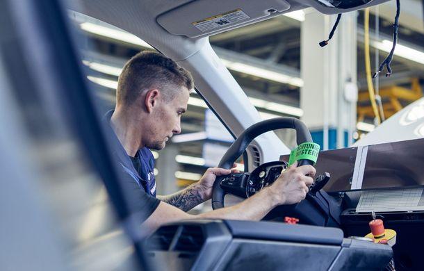 Noi imagini sub camuflaj cu BMW iNext: producția SUV-ului 100% electric va începe în 2021 - Poza 4