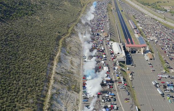 Record mondial: 170 de mașini fac burnout în același timp pe un circuit din Colorado, SUA - Poza 1