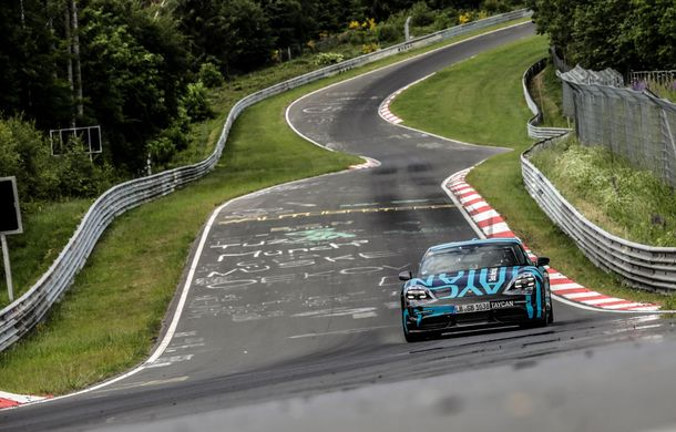 Porsche Taycan a devenit cel mai rapid sedan electric de pe Nurburgring: un exemplar de pre-serie a parcurs Iadul Verde în 7 minute și 42 de secunde - Poza 2